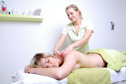 wellness massage ausbildung in einem r ckenmassageseminar. Black Bedroom Furniture Sets. Home Design Ideas